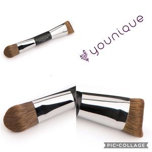 Younique Brand Contour Brush-New in Package